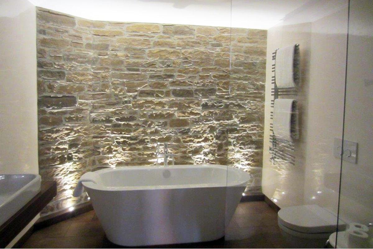 freistehende Badewanne in einem Hotel