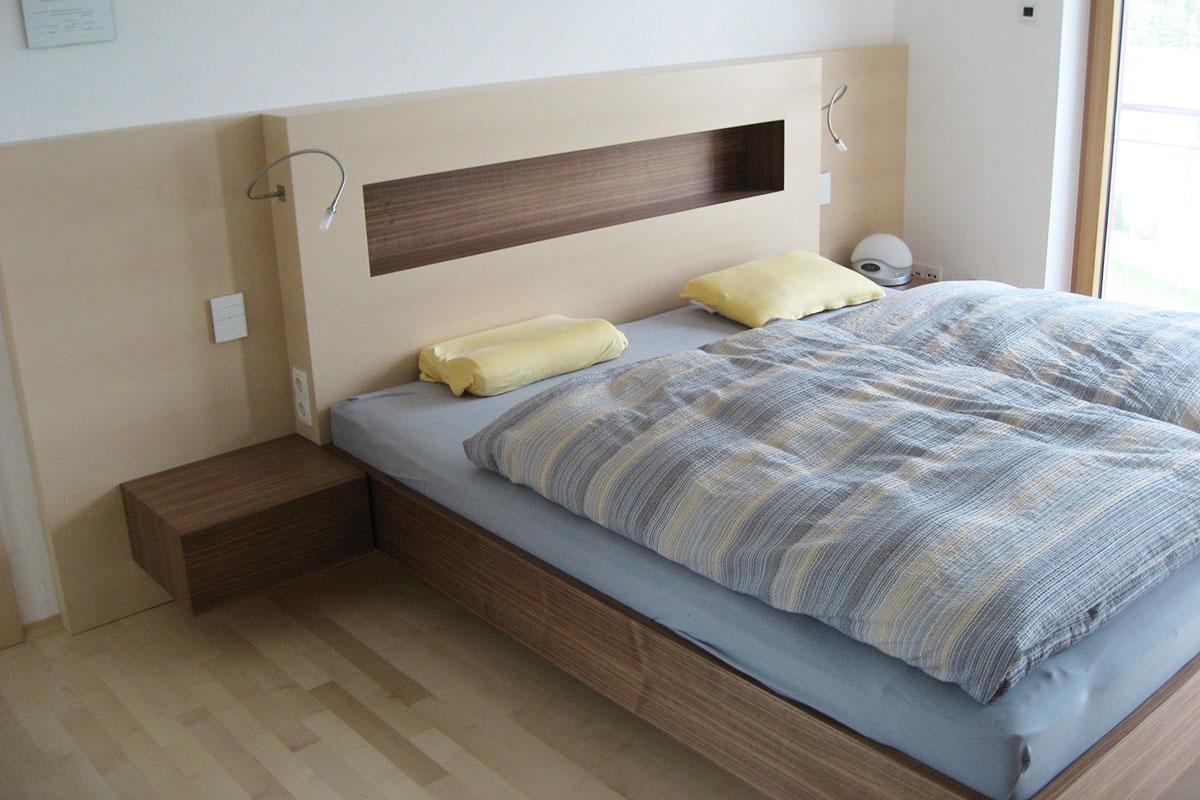 Schlafzimmer mit Betthaupt