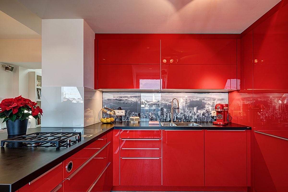 Einbauküche in Echtlack rot